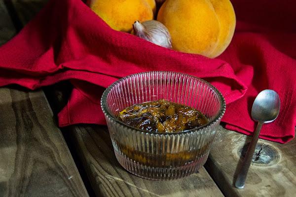 Chutney de melocotón y jengibre para aderezar distintos platos