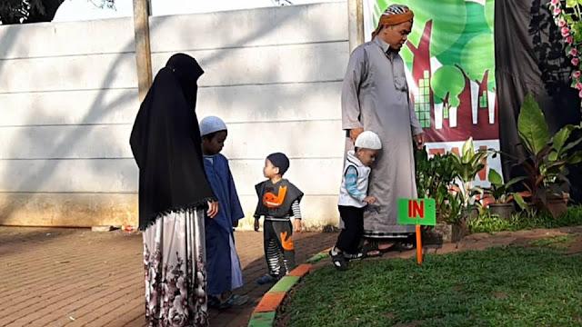 MasyaAllah, Dengar Suara Adzan Dua Bocah Ini Bergegas Ke Masjid, Orang Tuanya Bagikan Tips Ini Untuk Mendidik Anak...
