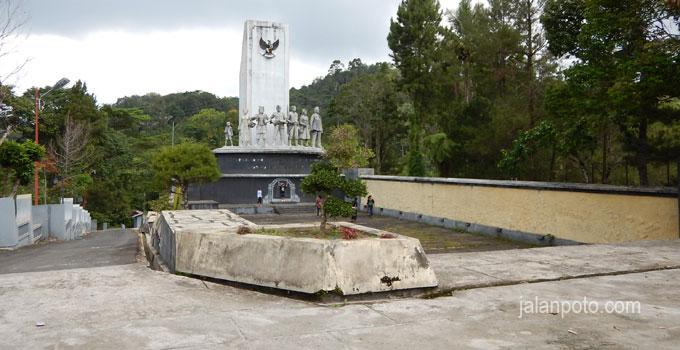 monumen-panggabean