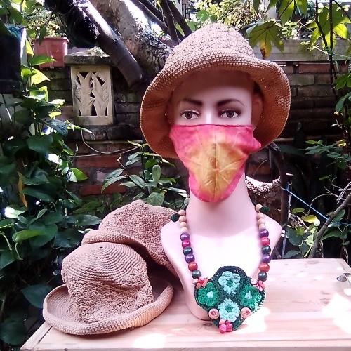 Topi Rajut Warna Krem Lembut