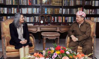 فضيحة زوجة جلال طالباني و عدها مسعود بارزاني بمنصب رئيس وزراء مقابل  لف العلم الكردي حول جثمان زوجها !