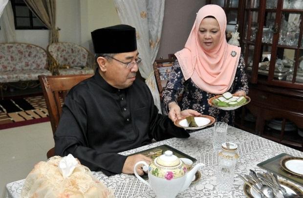 Selepas Anak, Kini Giliran Isteri Ahmad Bashah Pula Bermadah