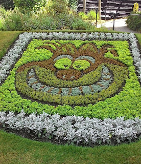 A floral arrangement resembling the Cheshire Cat from Alice in Wonderland