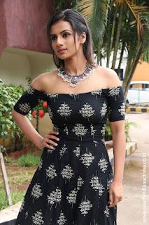 Sruthi Hariharan at Solo Tamil Movie Press Meet 08.jpg
