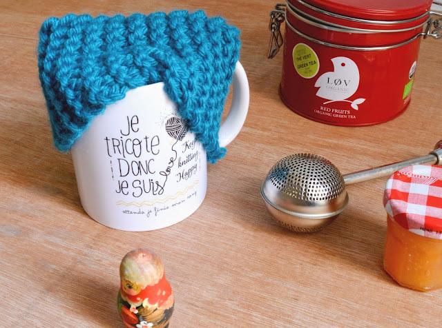 http://www.mynameisgeorges.fr/2016/01/diy-54-tricoter-un-cache-mug.html