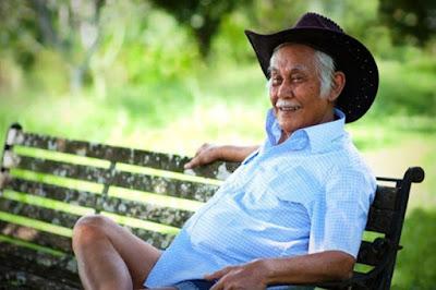 Kisah Sukses Bisnis Rumahan Ternak Ayam Petelur, Bob Sadino
