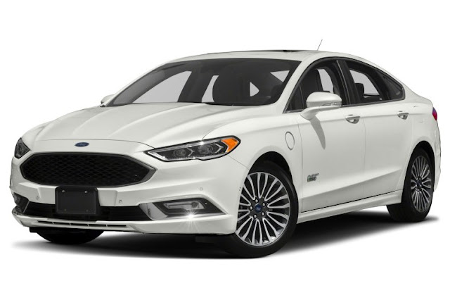 Front 3/4 view of the 2018 Ford Fusion Platinum Energi