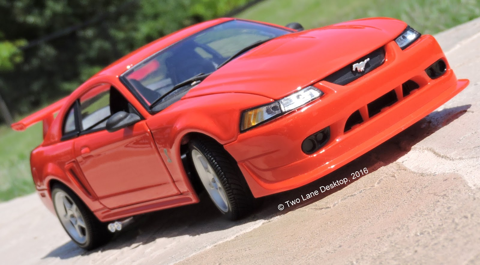 Two Lane Desktop: Maisto 1:18 2000 Ford SVT Mustang Cobra R