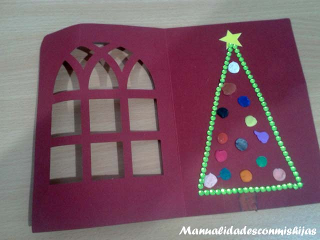 Tarjeta navidad niños pino piedrecitas
