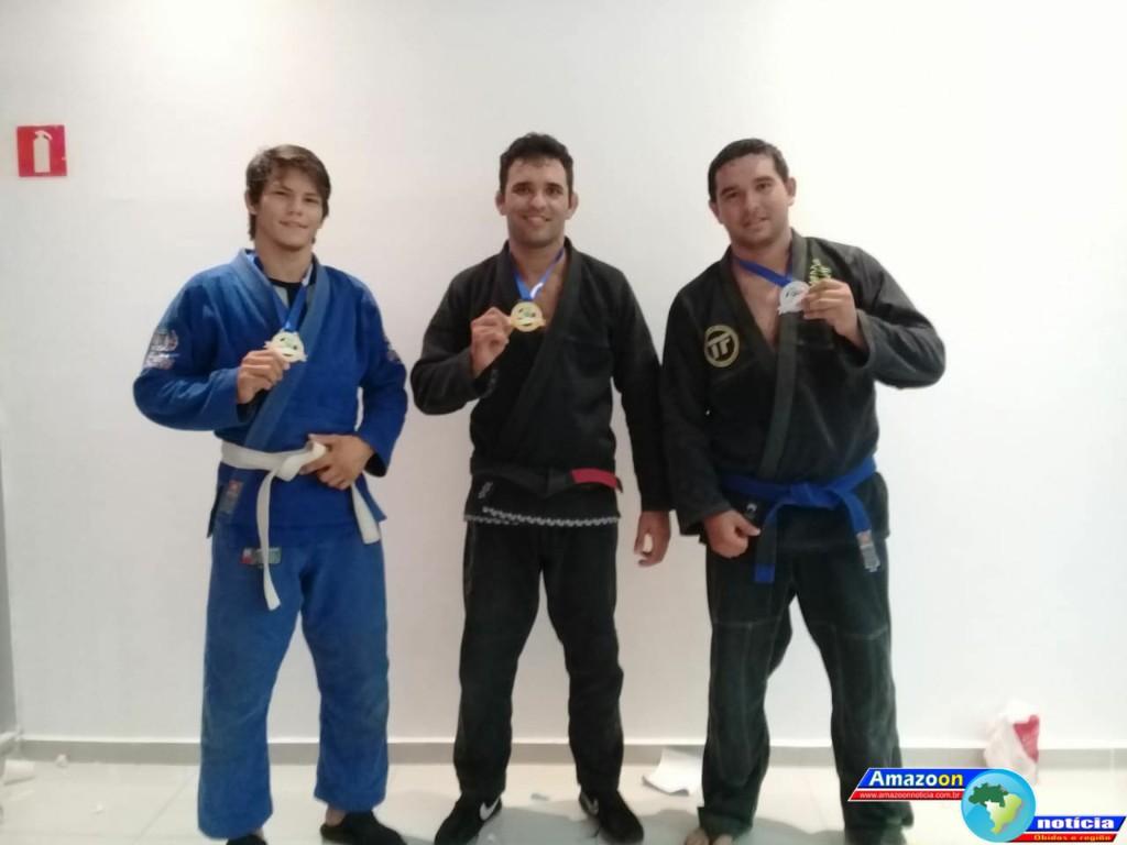 Lutadores obidenses de Jiu Jitsu  trazem medalha para casa.