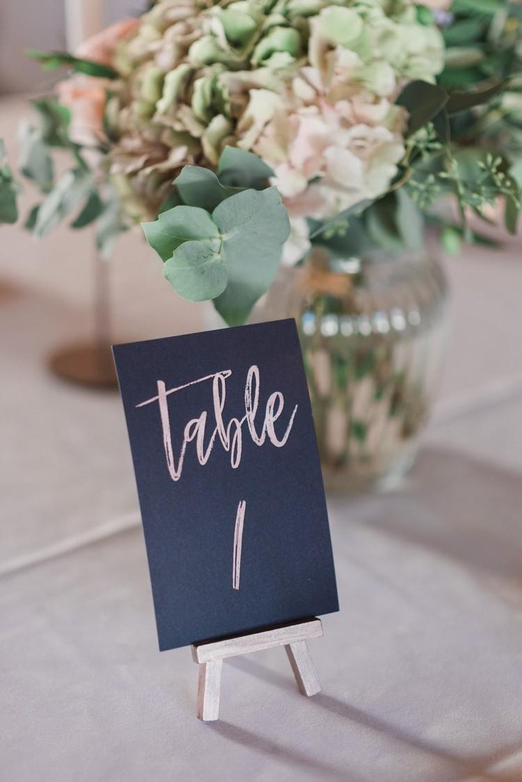 Menu de table de mariage, fleuriste mariage Lyon, Lyon wedding florist,