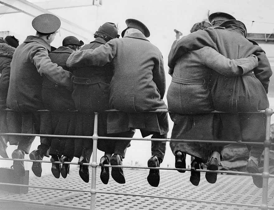 60 + 1 Heart-Warming Historical Pictures That Illustrate Love During War - English Soldiers Saying Goodbye To Their Wives, Getting Ready To Go To Egypt, 1937