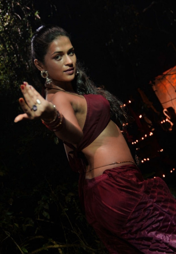 Shraddha das ethnic and ornamental from dracula 3d awesome pics