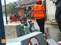 Operasi Evakuasi Banjir Pantura 2014 bersama SAR SENA dan Perahu Aluminium Thetrekkers