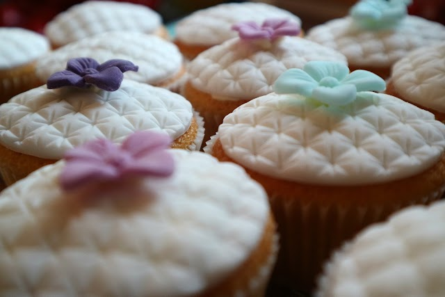 The Perfect Christening Cupcakes with Katy Sue Designs*