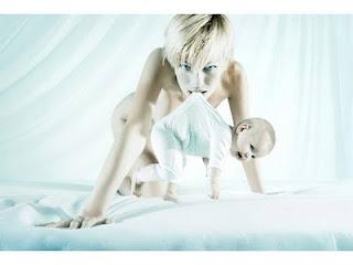 foto publicitaria de mujer y bebe