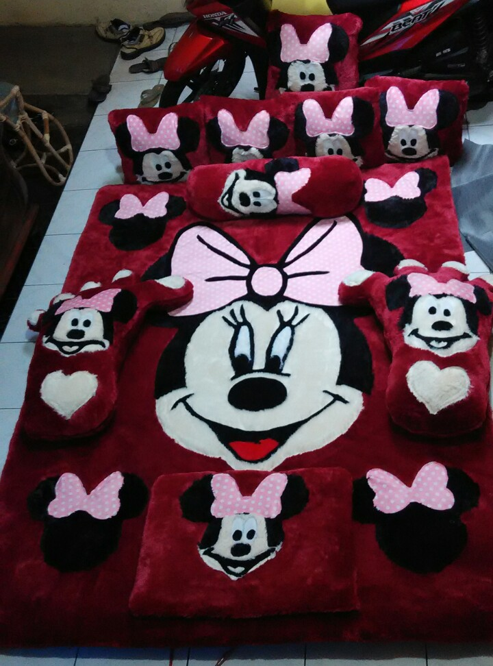 10 motif karpet bulu karakter yang banyak disuka