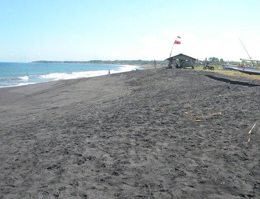 Siyut Beach Bali is a beautiful dark sandy beach BeachesinBali: Siyut Beach Bali (Pantai Siyut Gianyar Bali)