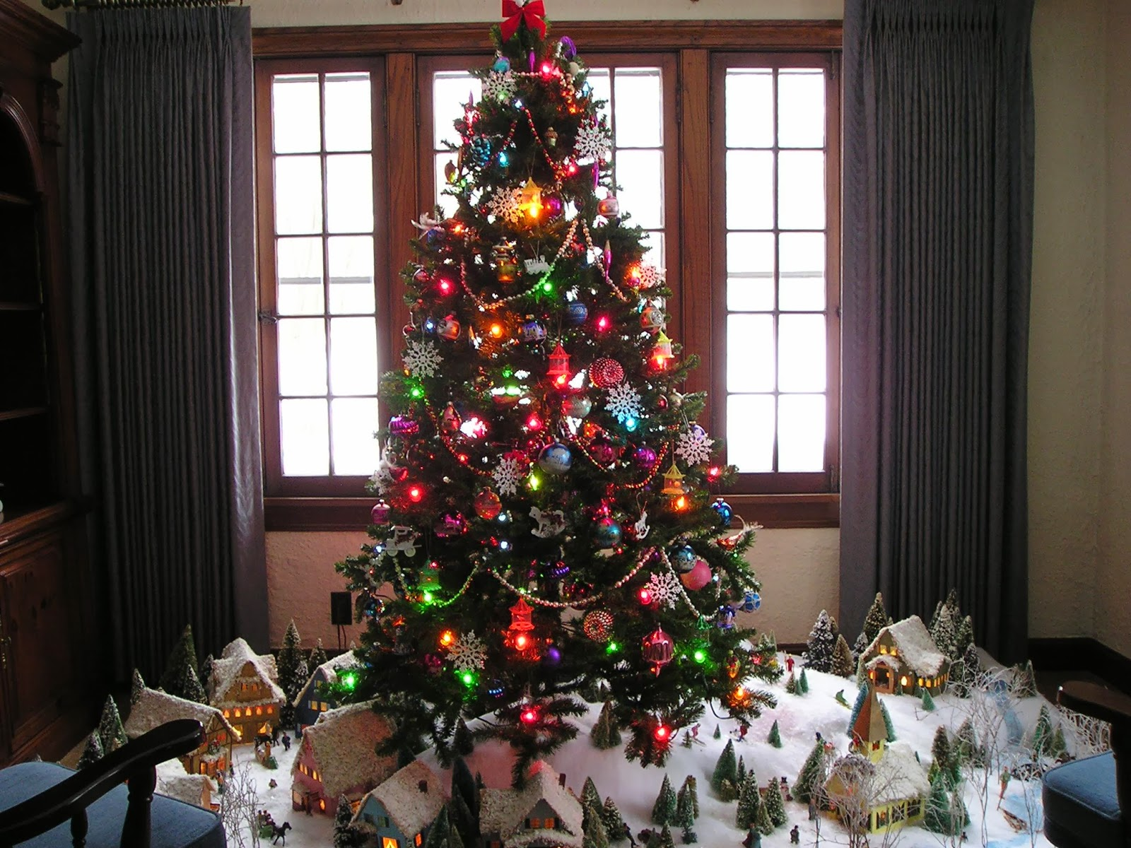 Im gene experience 16 pinos de navidad con esferas for Imagenes de estanques decorados