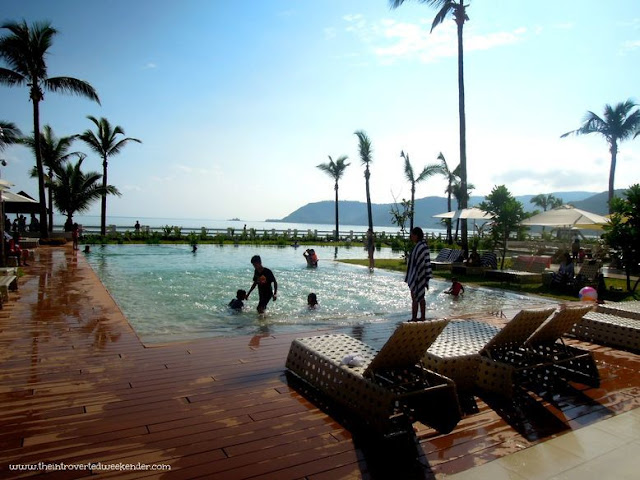 Swimming pool with a view of the beach at Costa Pacifica Baler