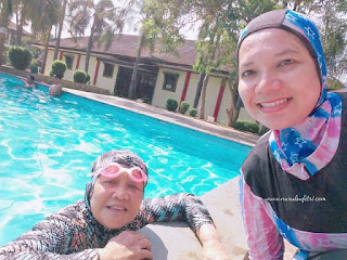 bersama mamah di kolam renang ceria kukusan depok nurul sufitri