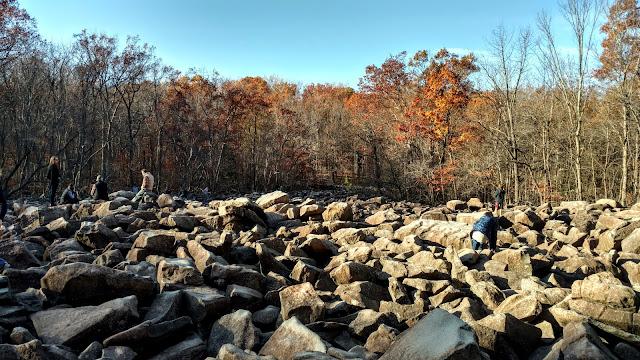 Каміння, що дзвенить. Рінгінг рокс парк. Пенсильванія (Ringing Rocks County Park, PA)