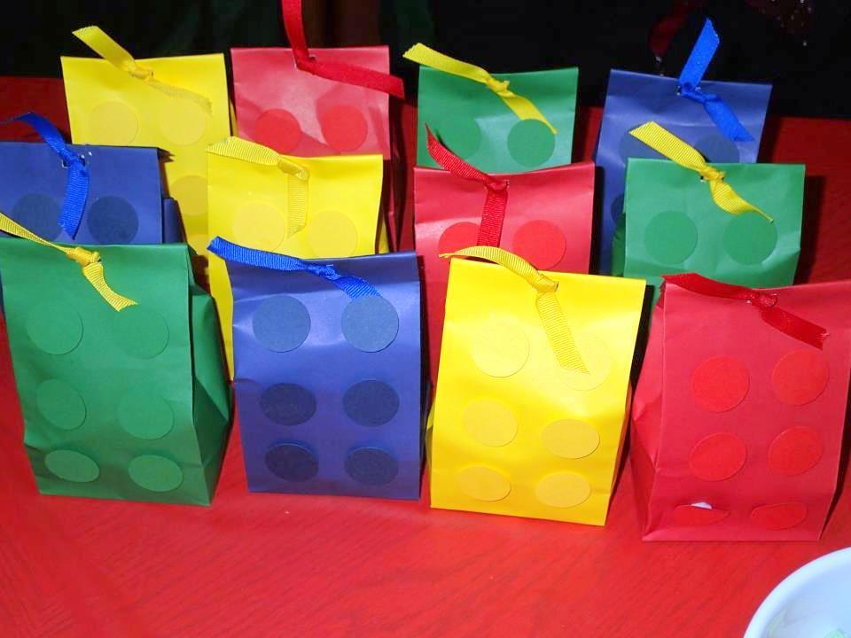 pochettes surprise cadeaux d'invités Lego