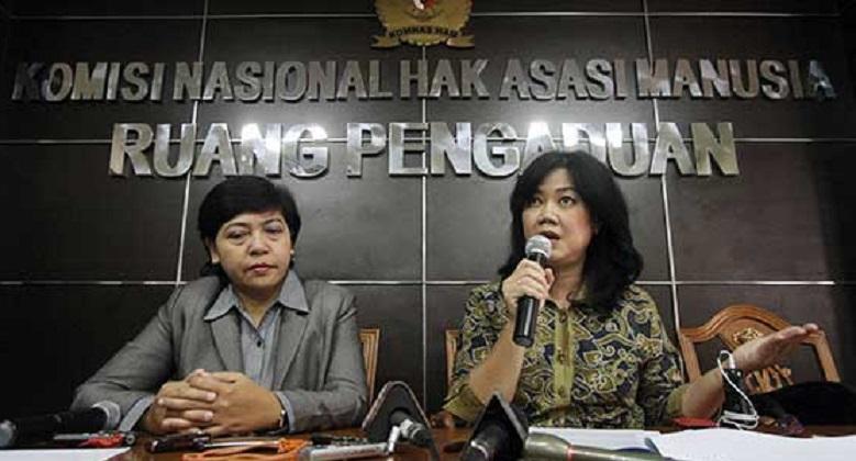 Komisioner Komnas HAM SIane Indriani (baju batik)
