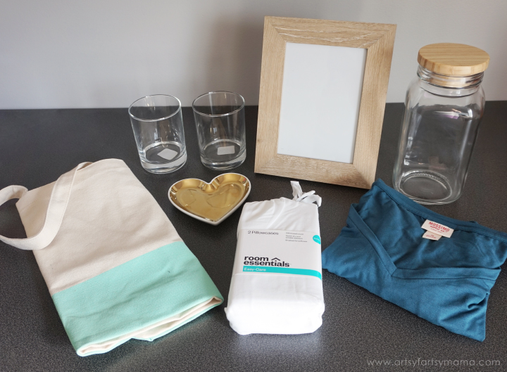 Create multiple gifts and combine them into one in a Custom Newlywed Gift Tote