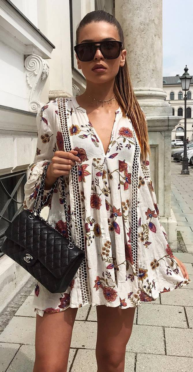 fashionable summer outfit idea: printed dress + bag