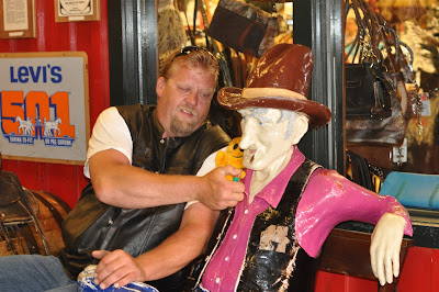 Mr. Happy goes to Wall Drug, SD