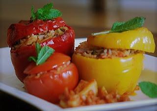 Фаршированные помидоры и перцы в мультиварке