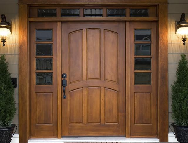 Дверь в загородный дом