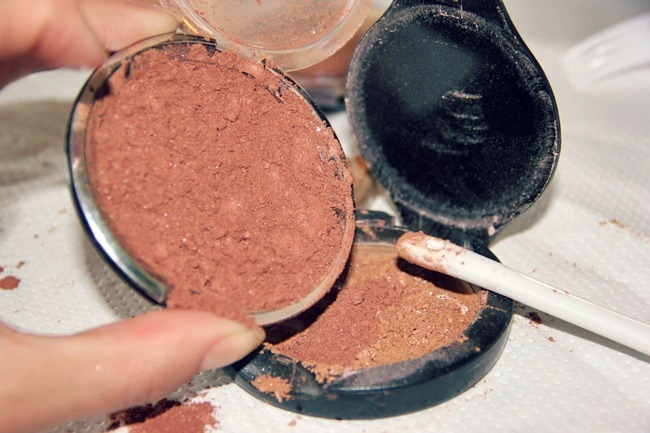 How to turn loose makeup product into compact