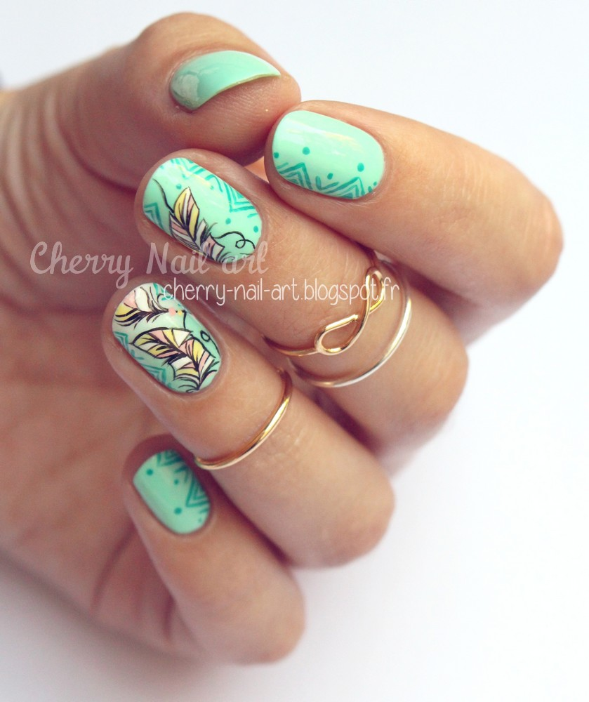 nail art plumes ethniques