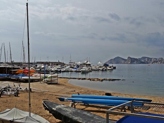 marina łódki w Benidrom, jak dojechać?