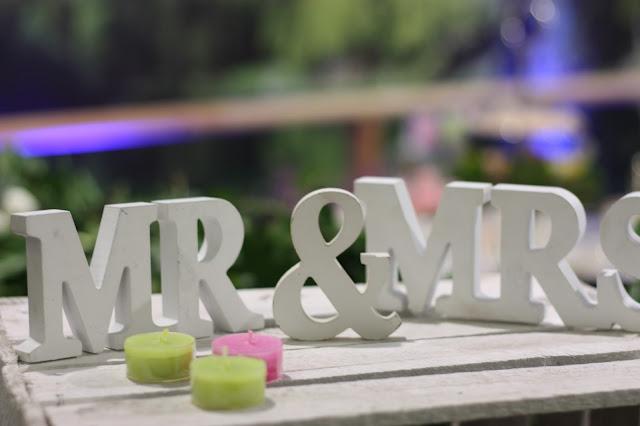 Mr & Mrs Holzbuchstaben Hochzeitstage München 2017 AVR MOC Stand Riessersee Hotel Garmisch-Partenkirchen, wedding fair Munich 2017