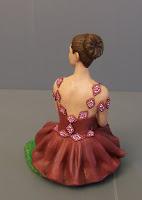 statuina ragazza statuetta ballerina seduta ritratto regalo orme magiche