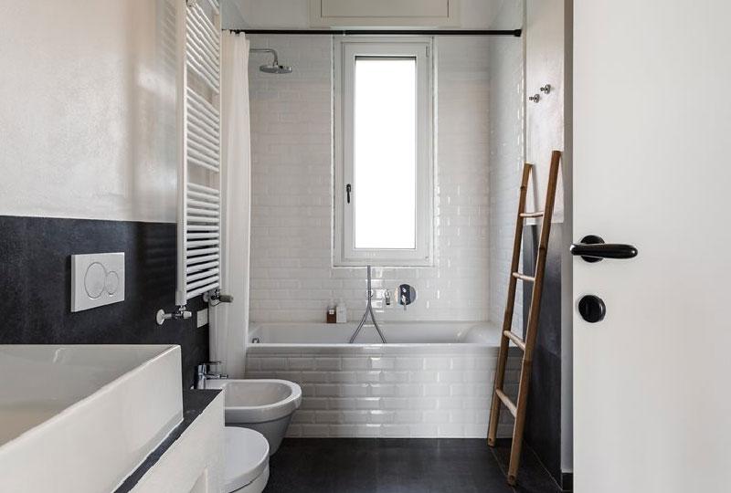 bagno bianco e grigio antracite