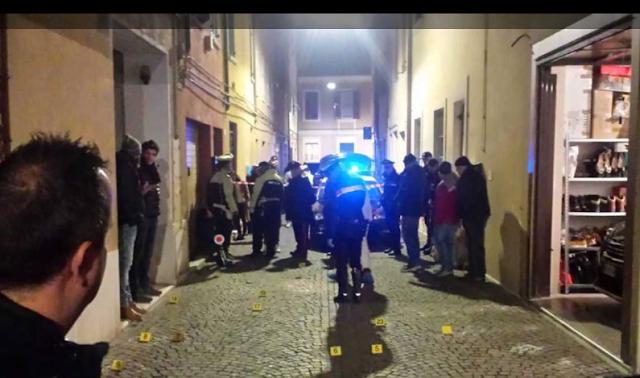 Pesaro, con circa 30 colpi di pistola, ucciso il fratelllo di un collaboratore di giustizia