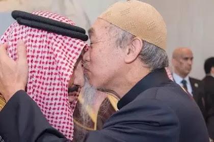Orang Hebat Ini Berani Mencium Kening Raja Salman