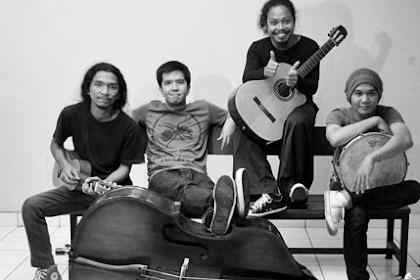 Download Kumpulan Lagu Payung Teduh Full Album Mp3 Terbaru dan Terpopuler