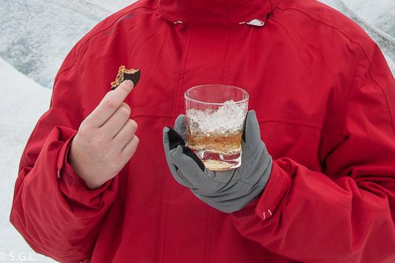 Whisky con glaciar en Perito Moreno. Argentina
