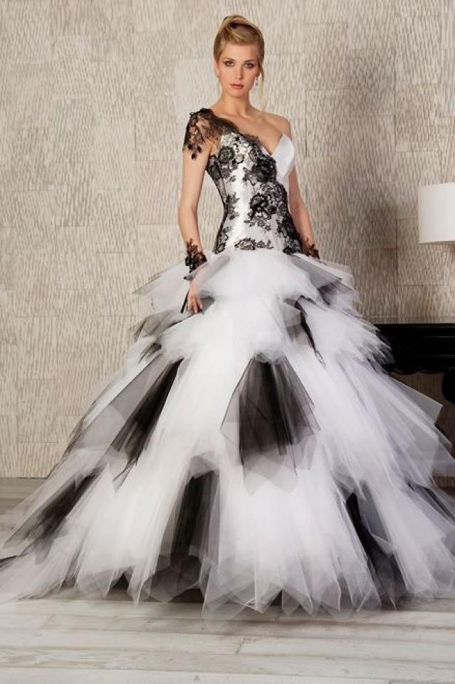 Consider These Deal Of Most Chosen Black And White Wedding Dresses Trend