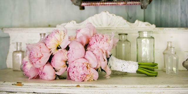bouquet%2Bpeonie%2Brosa Mod. Fiocco Shabby... per Luca e AlessandraPartecipazioni shabby chic - country - vintage Stile Shabby Chic