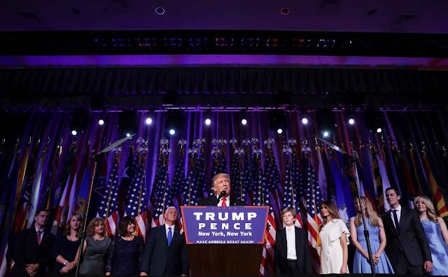 Ông Donald Trump đọc bài phát biểu sau chiến thắng của mình trong cuộc đua vào Tòa Bạch Ốc ở khách sạn New York Hilton Midtown, thành phố New York, vào rạng sáng 9/11 (giờ Hoa Kỳ) vừa qua. Hình ảnh: Chip Somodevilla/Getty Images.