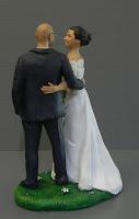 statuette realistiche torta matrimonio sposini abbracciati orme magiche