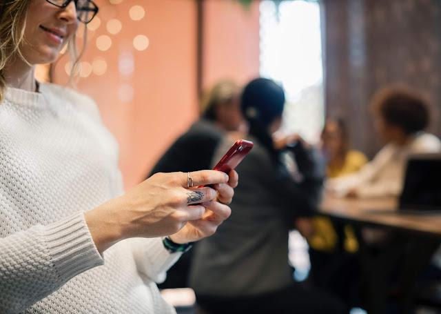 Media sosial efek media sosial kecanduan
