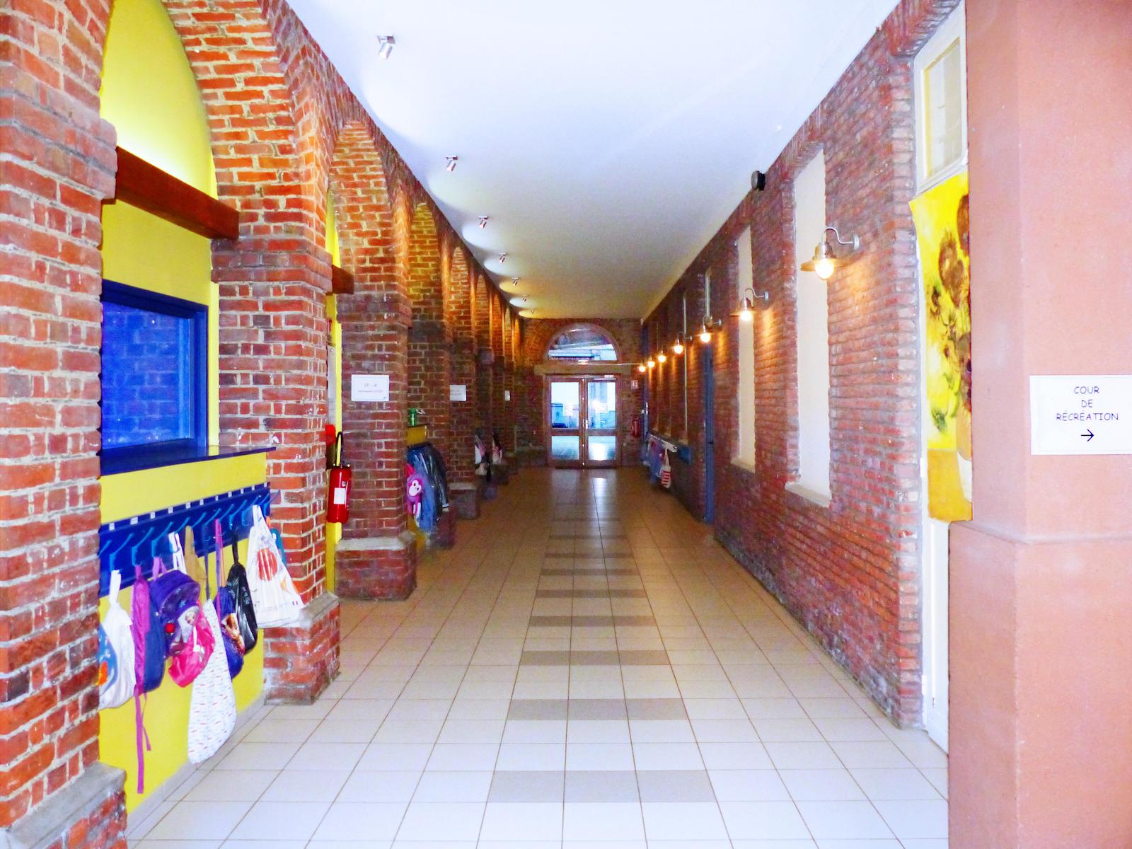 École primaire CNDI, Tourciong - Couloirs rez-de-chaussée