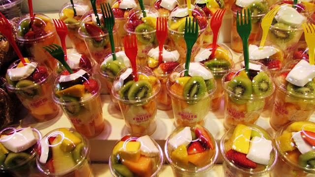 kubki z owocami